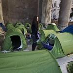 'Blockupy Fornero' contro il ddl lavoro Pallonate a Montecitorio. Ferito un poliziotto