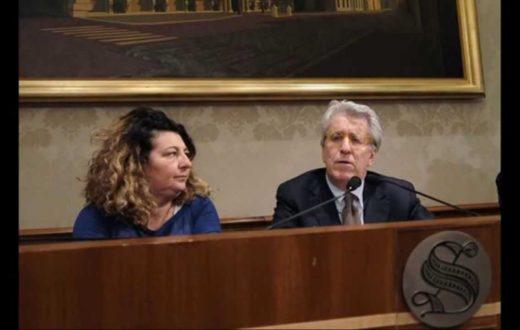 Luigi Manconi a una conferenza stampa sul caso Federico Aldrovandi, con la madre Patrizia Moretti