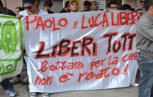 Un sit-in in solidarietà agli attivisti Paolo Di Vetta e Luca Fagiano